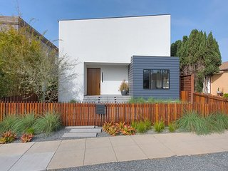 Big, Modern & Sleek -- Upscale 4 Bedroom in Venice Beach