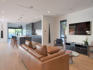 Modern Sleek Upscale 4 Bedroom in Venice Beach