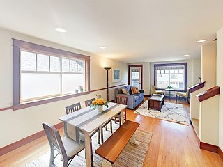 Upscale University District 3BR All-Suite Townhouse w/ Balcony