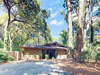 Tranquil Sea Pines Retreat w/ Patio - Near Beach & Harbor Town