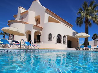 WONDERFUL 4 BEDROOM VILLA, IN GALE, W/ PRIVATE POOL, AC, BBQ, CLOSE TO ALL AMENI