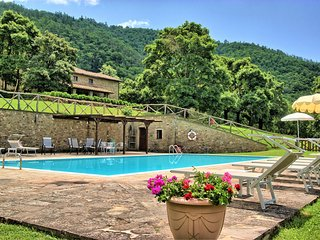 6 bedroom Villa in Felcino Nero, Tuscany, Italy : ref 5629206