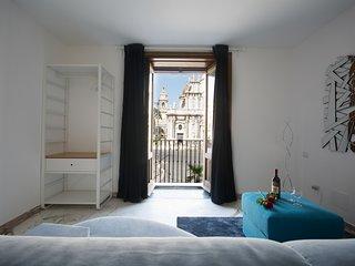 Camera quadrupla con balcone e vista Piazza Duomo - Balconi al Duomo
