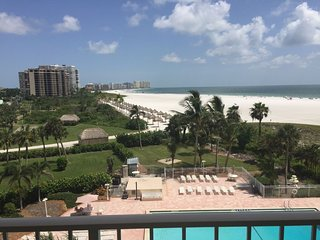 Comfortable Beachfront Condo with amazing Gulf views!