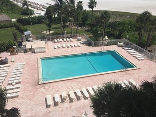 Comfortable Beachfront Condo with amazing Gulf views!