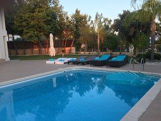 Villa Theseus-7 Bedroom Luxury Private Villa