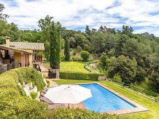 Catalunya Casas: Rustic Villa Buixa with mountain views, 30 km to the beach!