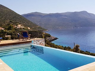 Exclusive Luxurious Villa with a breathtaking sea view & direct sea access!