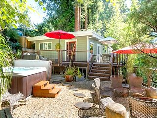 Sunset! Hot Tub, Stunning Vacation home above Guerneville!~ 15% Off Thru MAY!