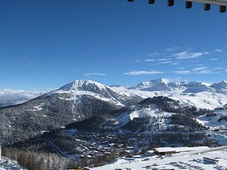 2 x Ski in/Out Apt's for 8-10 with Wifi. Amazing views of Mont Blanc & La Plagne