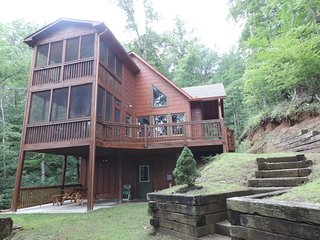 Secluded Cozy Cabin in the Coosawattee River Resort in Ellijay Ga