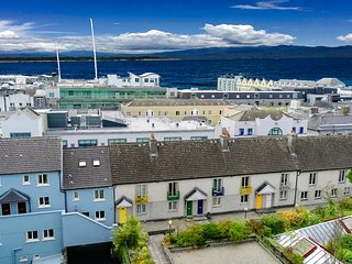 Top of the city townhouse in Galway. Parking included. Sleeps 6.