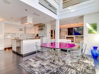 NEW LISTING! Stunning, art-filled city condo w/free WiFi, central location