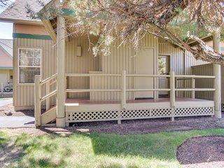 Bright cabin w/ shared pool, hot tub, resort amenities & entertainment!