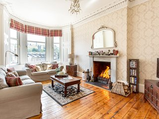 Log Fire City Centre Edinburgh Apartment