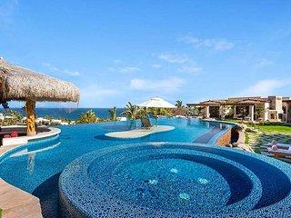 Exquisite Six Bedroom Villa overlooking the Pacific Ocean