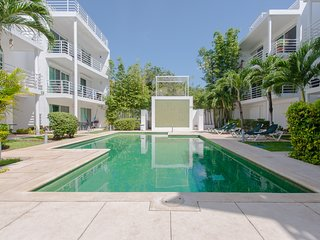 Two Units For the Price of One. Unique Pool and Close to Everything. Pelicanos