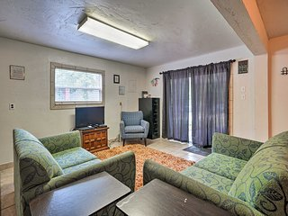 NEW! Cozy Norman Studio w/Patio Mins From the Lake