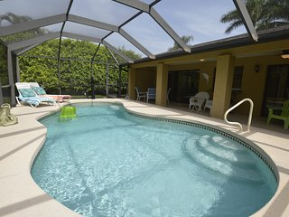 Villa Coral Terrace-3 bedrooms, 2 bath, heated pool, bright beach-cottage style