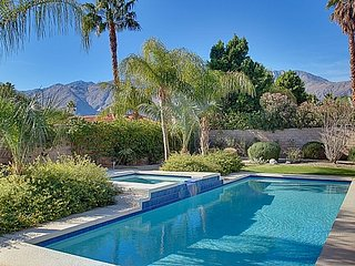 PALM SPRINGS - STYLISH HOME with VIEWS & PRIVATE SALTWATER POOL- from $99/Night
