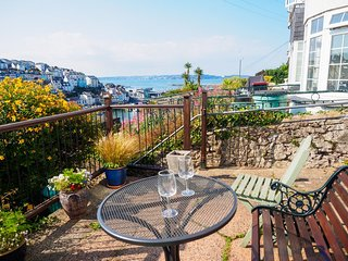 Smugglers - Delightful cottage in an elevated location with sea views, patio, re