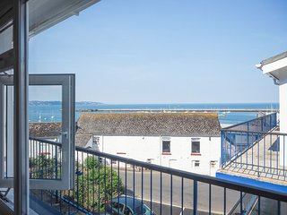 10 Dolphin Court - Modern top floor 2 bed apartment with sea views, onsite parki