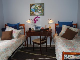 Cutmore Cottages - Highclaire House B&B twin room with share bathroom