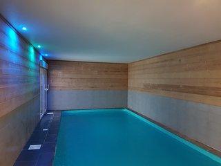 Chalet Mauveneige avec piscine intérieure au pied des pistes de ski
