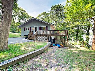 Charming Getaway on Santuit Pond w/ Deck, Kayaks & Dock - Drive to Beach