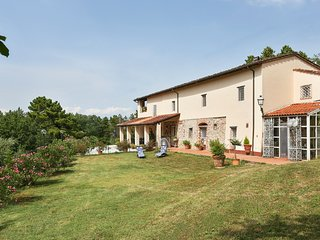 Tenuta Servolini on Lucca hills with great view