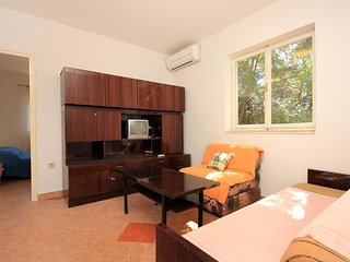 One bedroom apartment Brna, Korčula (A-9139-b)