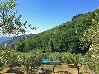 Casetta Oliva on tuscan hills with stunning view