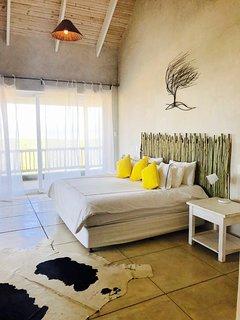 Main bedroom, en-suite Balcony with views