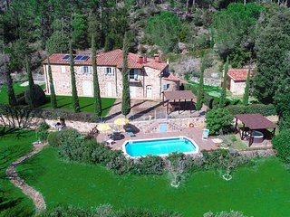 Aereal View Tuscan Villa le Capanne with garden, pool and near jacuzzi