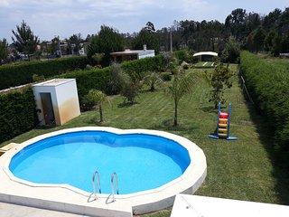 Casa moderna com 2 cuartos y piscina