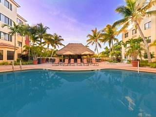 COZY 2 x 1BR SUITES 12! Pool, Hot-Tub, Grill, Gym, Close to Beach & Parks!