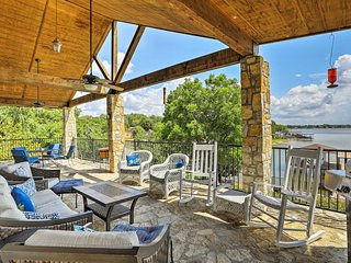 Lakefront Granbury Home w/ Dock, Kayaks & Views!