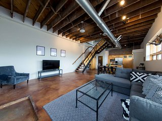 Sprawling Downtown Oasis w/ Rooftop Deck & Parking