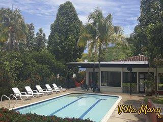 Villa Mary Melgar 28 pax