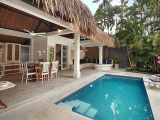 Looking back at villa  with pool and outside breakfast area