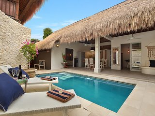 2 BEDROOM LUXURY BALI VILLA - SLEEPS 4-5 - SALTWATER POOL - SEMINYAK