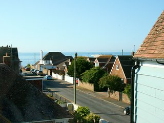 A bright, spacious maisonette just a short walk from the beach!