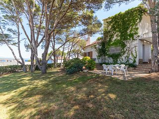 Great house at 450 m from the beach for 10 people