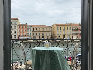 Le Petit Bijou , newly renovated, balcony over canal, wifi and air-con