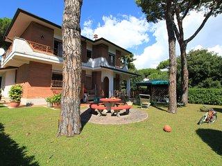 5 bedroom Villa in Forte dei Marmi, Tuscany, Italy : ref 5638066