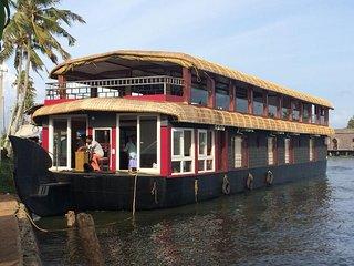 House Boat-Bethel Houseboats Deluxe 5