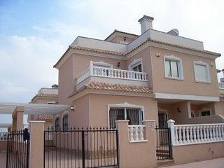 Luxurious villa with communal pool, 5 minutes from airport, beach & golf course
