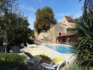 Hameau du Peyrie - Gites de caracteres 27 pers, piscine chauffee, tennis, sauna