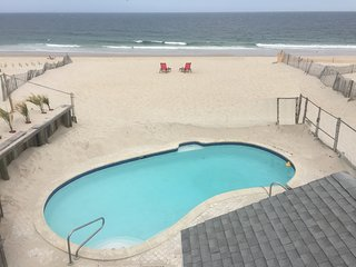 OCEANFRONT HOME Sleeps 22 + PRIVATE BEACH + POOL