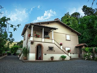 Charming Villa with panoramic view, 5km from Lucca